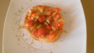 Bruschetta light al pomodoro - Ricette culinarie di Incucinaconte.it