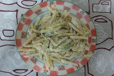 Penne con crema di formaggio e asparagi