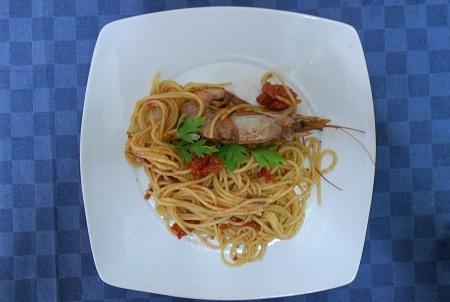 Ricetta Spaghetti con gamberi e prezzemolo - Ricette InCucinaConTe.it