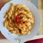 Ricetta Treccione vesuviano con alici pomodorini e capperi - Incucinaconte.it