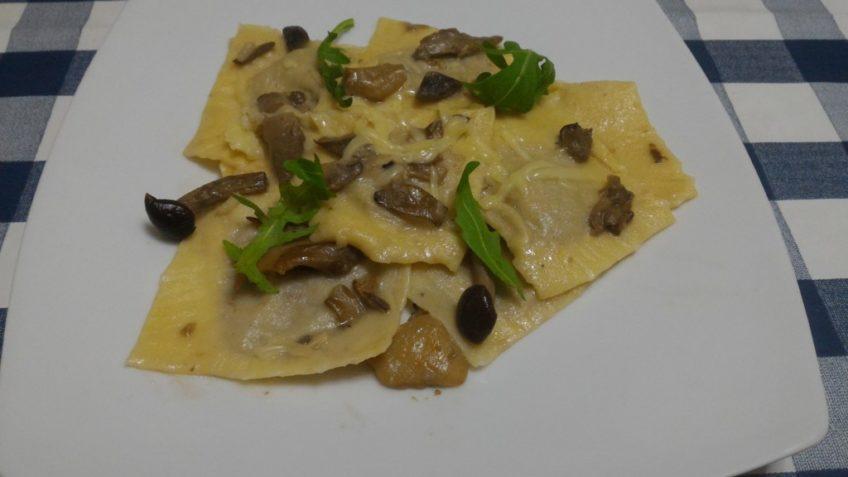 Ricetta ravioli con funghi e formaggio camoscio d'oro - Ricette primi piatti