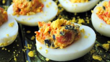 Ricetta uova sode con salsa di peperoni - Ricette cucina con uova. Incucinaconte.it