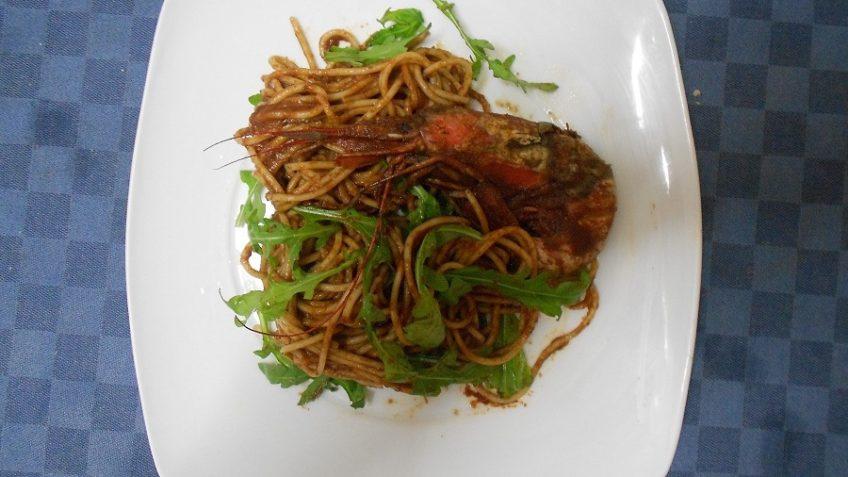 Spaghetti gamberi e rucola ricetta - InCucinaConTe.it