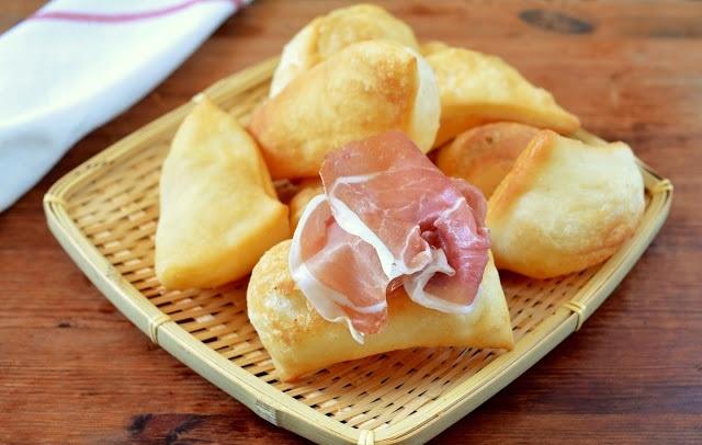 Cresenti, gnocco fritto ricetta. Ricette antipasti Emilia Romagna
