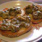 Crostini di funghi al tartufo ricetta cucina veloce snack facile