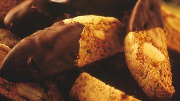 Cantucci bicolore. Ricetta dolcetto toscano cantucci bicolore
