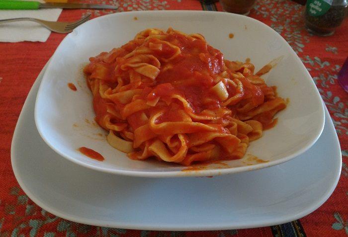 Pasta fatta in casa con sugo pomodoro - Ricette cucina primi piatti