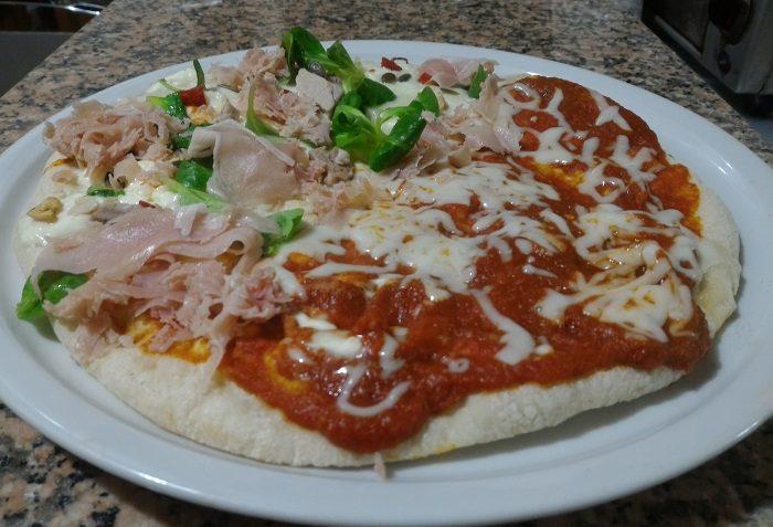 Pizza bigusto al sugo di pomodoro, glabanino e prosciutto