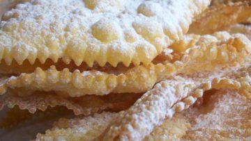 Crostoli di Carnevale - Ricette dolcetti Carnevale