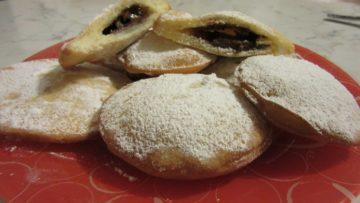 Ravioli dolci fritti ripieni di Nutella e marmellata - Ricette Carnevale